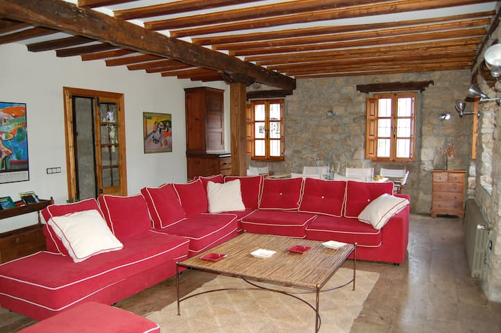 Beautiful and spacious country Home - Armaño - Casa