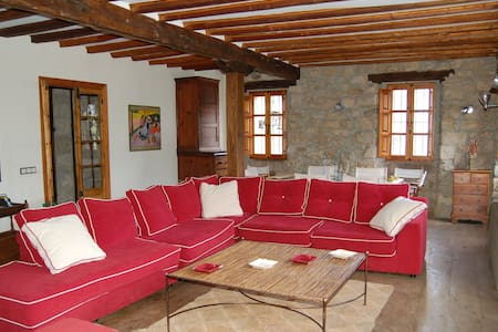 Beautiful and spacious country Home - Armaño