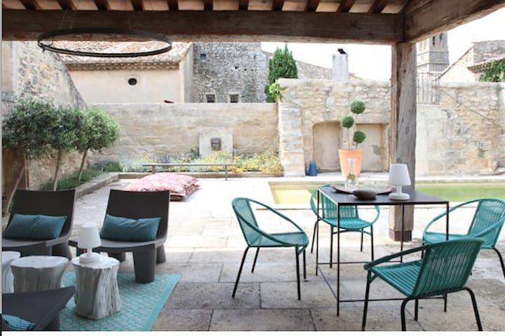 Maison XVIIIe déco contemporaine Pont du Gard/Uzes - Saint-Hilaire-d'Ozilhan - Huis