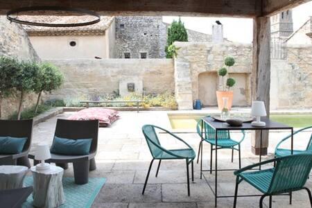 Maison XVIIIe déco contemporaine Pont du Gard/Uzes - Saint-Hilaire-d'Ozilhan - Ház