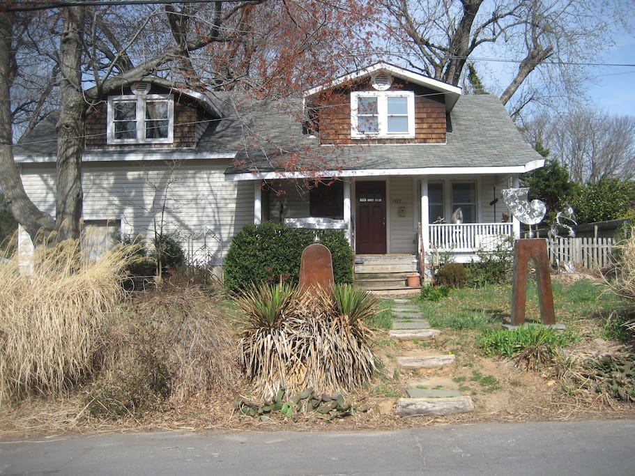 Comfortable Rooms Surrounded By Art Houses For Rent In Silver Spring Maryl