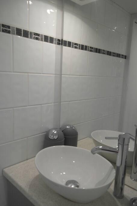 lavabo et douche moderne