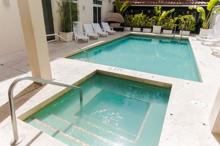 ✨BIG CONDO WITH POOL AND JACUZZI - FITS 5