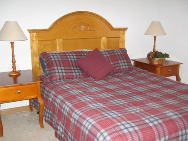 Main floor Bedroom (Queen) Sleeps 2