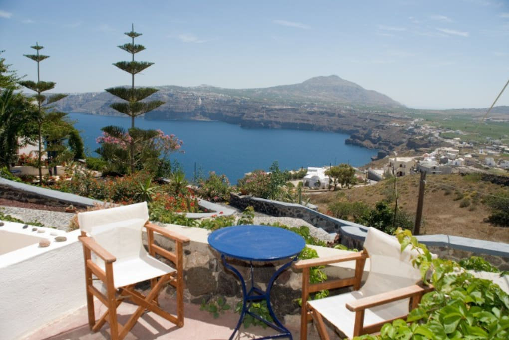 All studios have view on the caldera and the sea