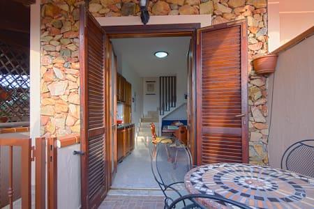 Comodo Trivano in centro - Villasimius - Apartment