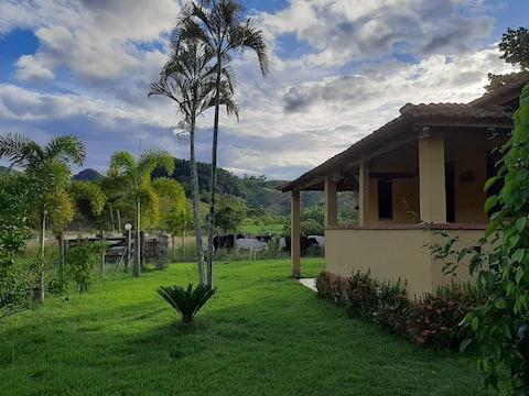 Linda casa de Campo próximo ao Parque do Desengano