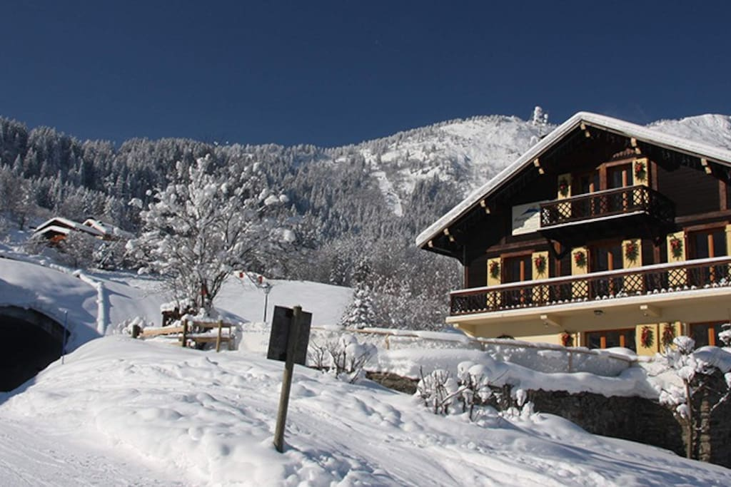 Fantastic piste-side location means ski in, ski out on a blue run.