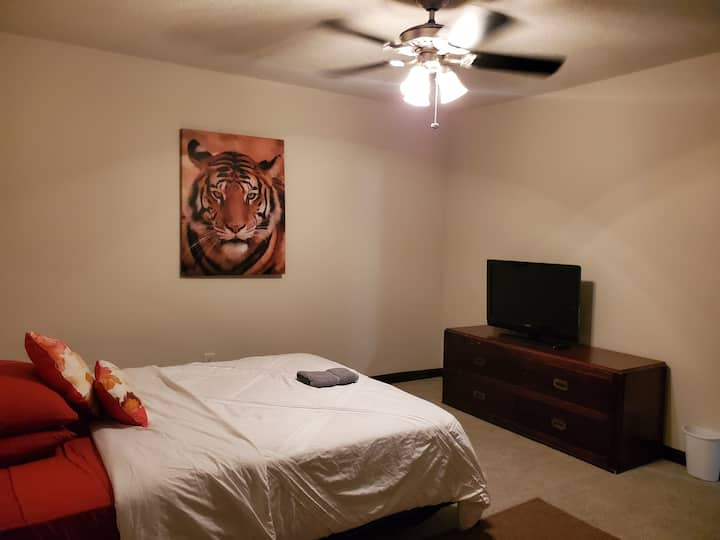 Master Suite Perfect Location -Long Term Approved