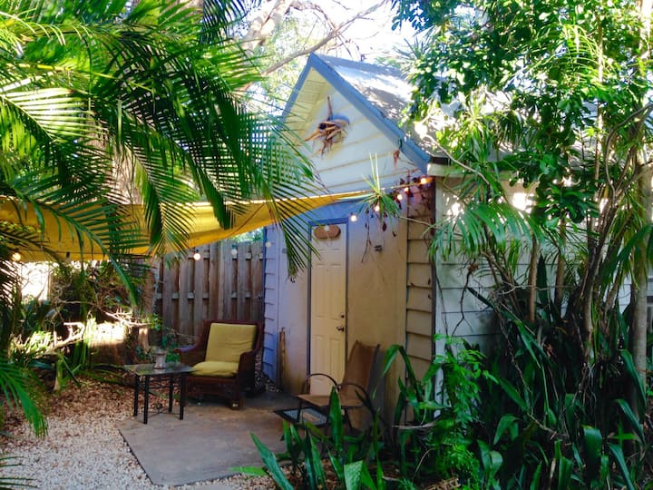Tropical Cottage Downtown