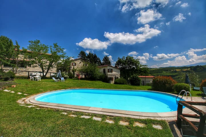 Modern Apartment in Caprese Michelangelo with Pool