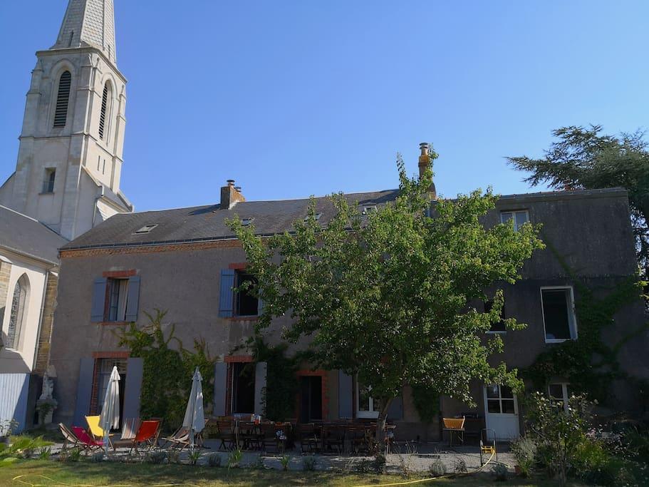 Ancien presbytère avec grand jardin 2000m² entièrement clos de murs