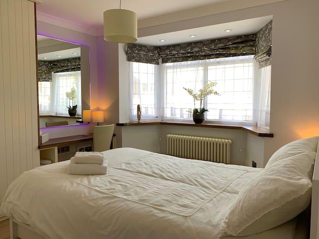 Heathrow Airport Accommodation - Room No: 3