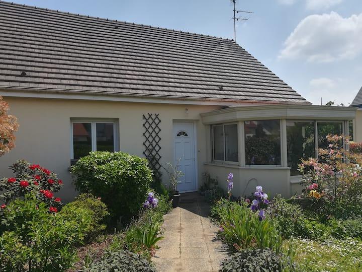 Cormelles le Royal, maison avec joli jardin
