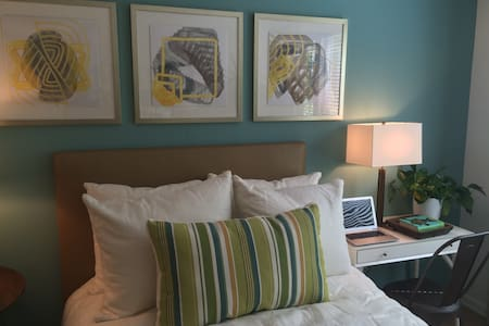 Modern Studio. Walk to all studios. - Los Angeles - Appartamento