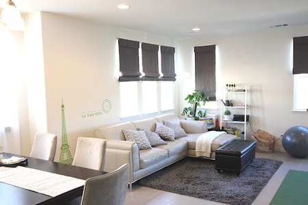 East bay: Private Master Suite in new townhome独立卫浴 - เฮย์เวิร์ด