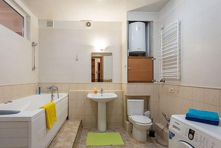 Небольшая уютная квартира на Драгоманова - Kiev - Daire