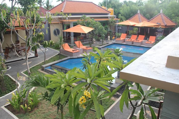 On Budget 6 Bedroom villa in Mushroom Lembongann