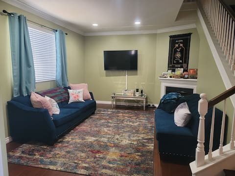An awesome super clean one bedroom (queen size) available for a guest during their stay in LA.