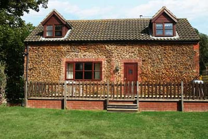 Matai Cottage, Heacham, North Norfolk - Heacham - House