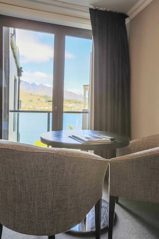 Lake Front View Studio! - Queenstown
