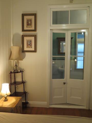 En-suite-Vintage Style, Couple's Ideal+Own bath+AC - Kelvin Grove