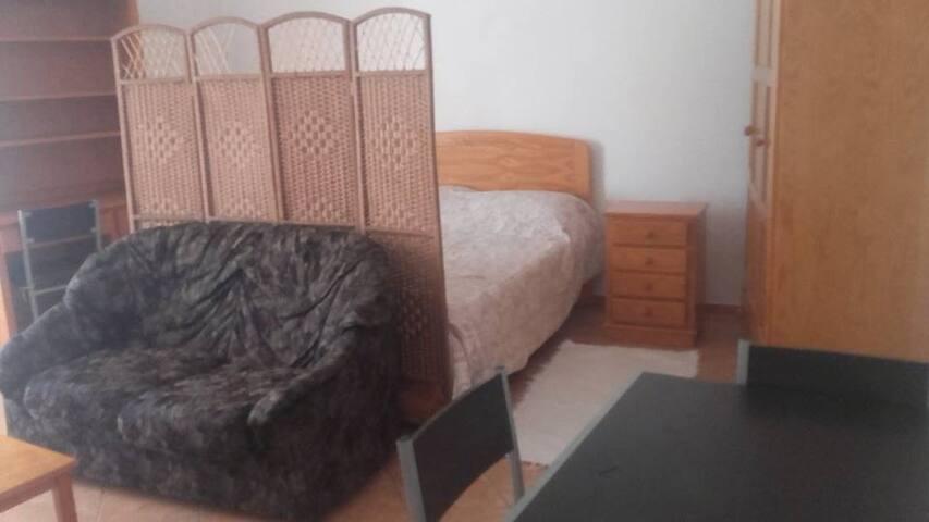Estúdio com cama dupla e casa de banho privada