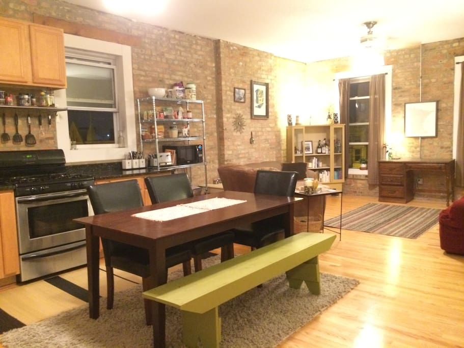 A great apartment in Pilsen with exposed brick, central AC/heat, in-unit washer & dryer, and a view of the skyline