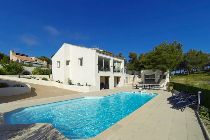 Chambre dans villa avec piscine et proximité mer - Ensuès-la-Redonne - House
