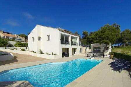 Chambre dans villa avec piscine et proximité mer - Ensuès-la-Redonne - 独立屋