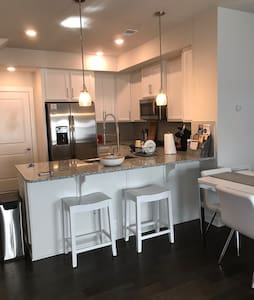 New luxe home near IAD airport and Washington DC.