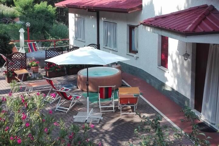 villa  con jacuzzi sulle colline LOANO