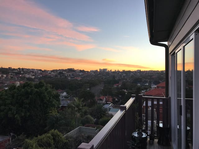 spacious coogee beach 1.5 bedroom apartment