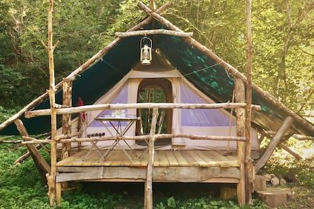 Tente cabane trappeur glamping Pyrénées
