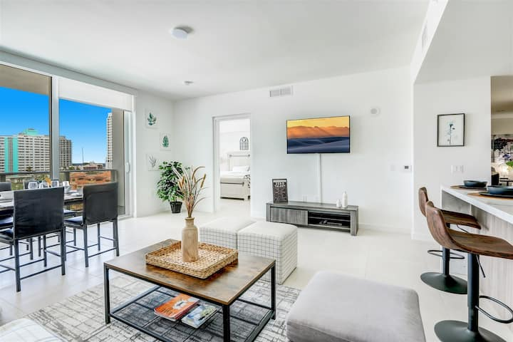Gale - New 7th Floor listing