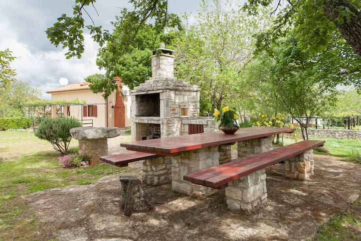 Country house with huge garden - Bratulići - Huis