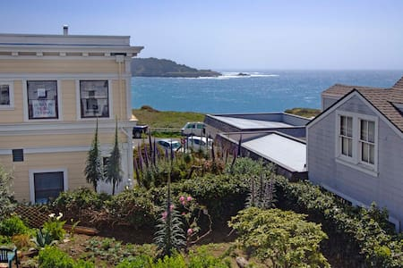 Trillium Cafe & Inn, Room #1 - Mendocino - Bed & Breakfast