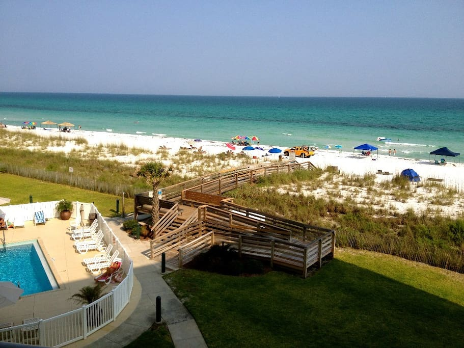Enjoy The Beautiful Sapphire And Emerald Layers Of The Gulf From The Balcony.