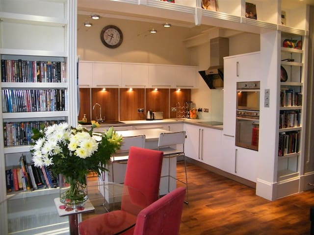 Stunning 2 Bed Flat GREAT Location - Glasgow - Appartement