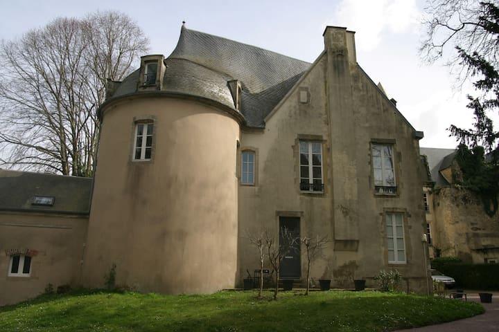 Gîte la Tour des Remparts  - Bayeux