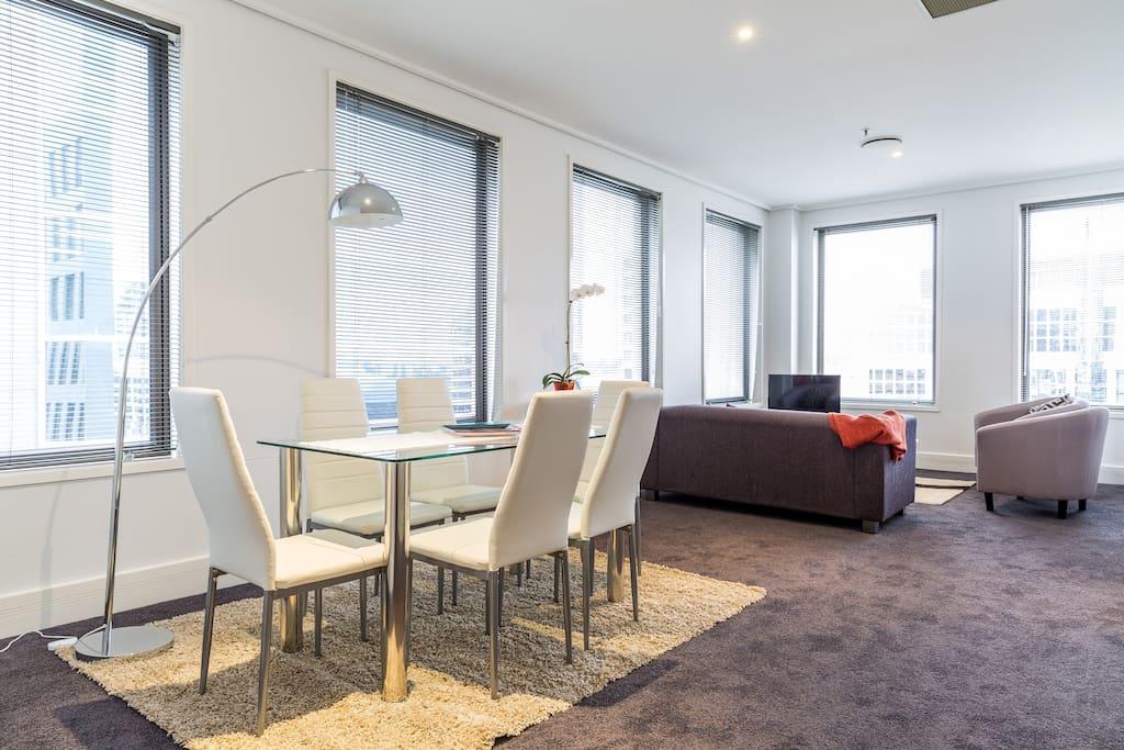 Big bright corner apartment. Central on elegant boulevard. Plenty of light in dining area
