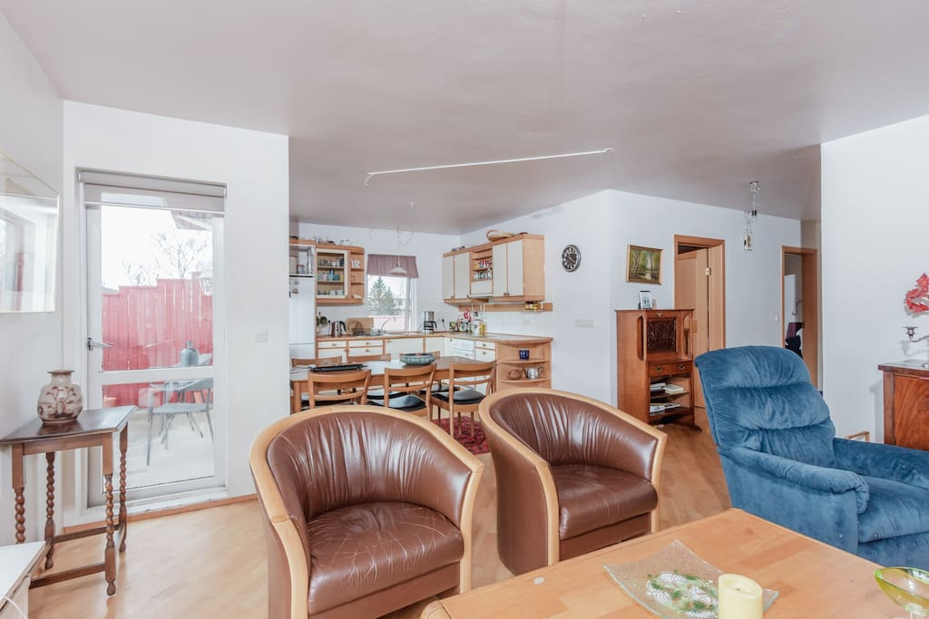 The living room with direct access to the balcony.