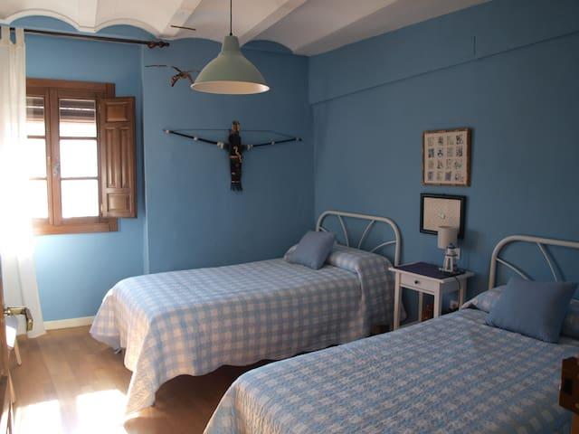 Dormitorio azul. Blue bedroom