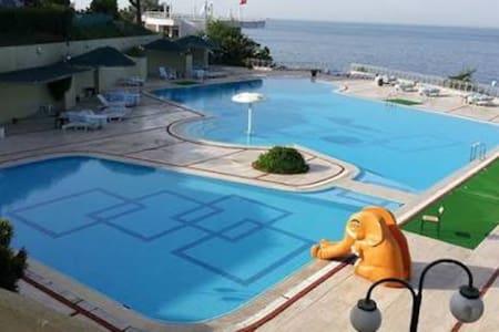 Denize sıfır sakin bir sitede tatil - İstanbul