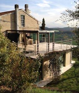Landhuis in schitterende omgeving - Carassai
