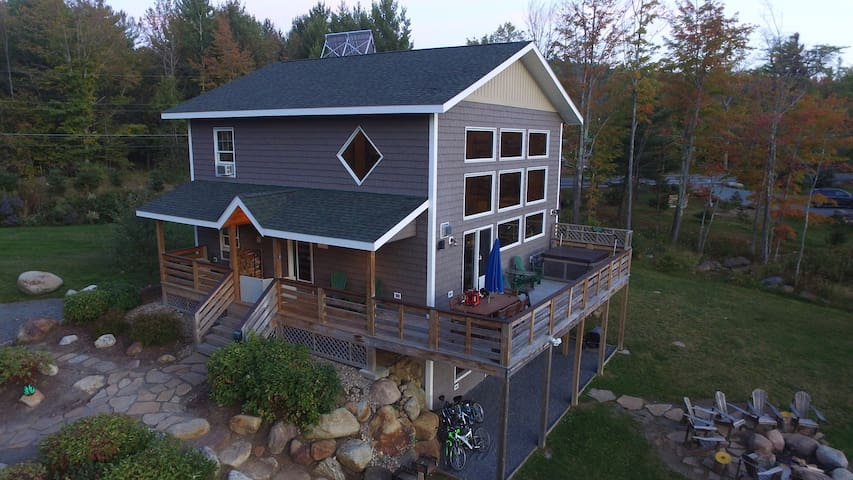 LMC: Hot Tub, Sauna, Fireplace, A/C, Dog Friendly, 1.9 mi to Whiteface, Mountain View, Lookout Mountain Chalet