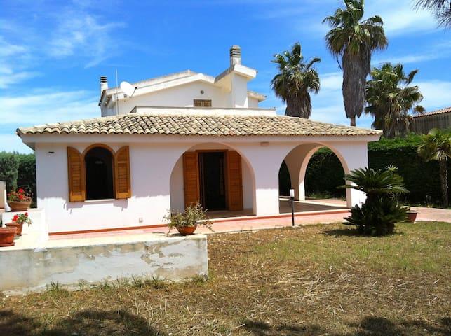 Villa a mare, Ognina di Siracusa - Ognina