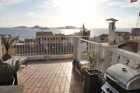 Beau studio toit terrasse vue mer - Marseille