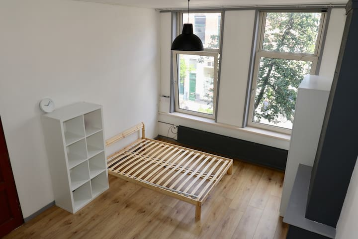 Well located spacious room near City Centre