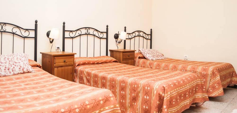 Habitación Triple 3 camas con baño compartido